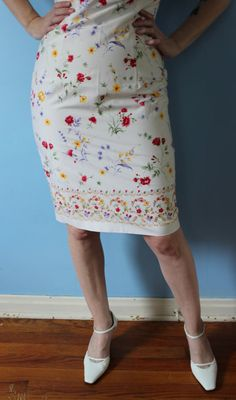 Vintage White Floral Wiggle Dress // Maggy by GeekBettyVintage
