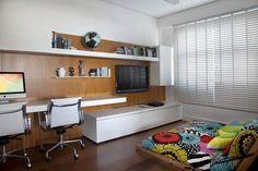 Home-office-no-quarto-com-TV–Casal
