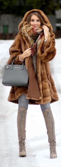 get your fur for this winter Winter Wear, Autumn Winter Fashion, Fall Winter, Fur Fashion, Womens Fashion, 2015 Fashion Trends, Fabulous Furs, Winter Mode, Winter Looks