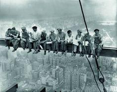 1. Zdjęcie  - Znasz to zdjęcie, ale czy znasz jego historię? Pozdrowienia z wysokości 256 metrów nad ulicą