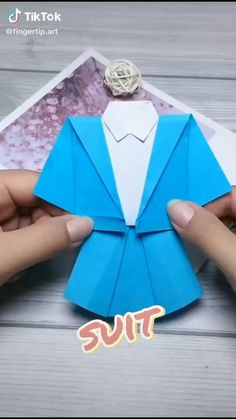 Paper Folding Crafts, Paper Crafts Origami, Paper Crafts For Kids, Origami Art, Creative Arts And Crafts, Hand Art Kids, Hand Crafts For Kids, Diy Crafts For Gifts, Origami Clothing