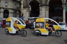 Le nostre driver si svincolano con le GoGreen SuperBike nel traffico nel centro di Milano. Spostarsi con stile e nel rispetto dell'ambiente, i valori DHL Express Italy in linea con l'evento milanese. Resta sempre aggiornato sugli eventi della Milano Fashion Week! Seguici su www.dhllive.it