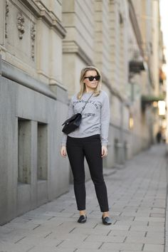 Linda Juhola in black pants from Zara, grey sweatshirt from 77thFLEA, Chanel bag and Billi Bi black loafers