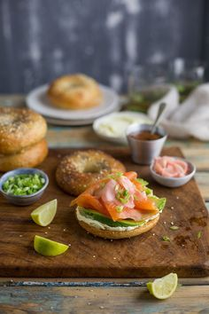 I want this for lunch please! bagel with wasabi cream cheese, smoked salmon, avo and pickled ginger Sam Linsell 🎉 Cream Cheese Toast, Cheese Toast Recipe, Smoked Salmon Cream Cheese, Smoked Salmon Appetizer, Best Appetizer Recipes, Quick Appetizers, Easy Healthy Recipes, Appetizer Ideas, Healthy Food