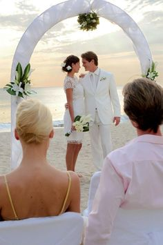 Valentine's day / San Valentin: Are you ready for a vow renewal? If you want to celebrate those happy years of marriage and you are sure you'd do it all over again in a heartbeat.