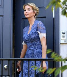 Accessories: The First Daughter wore a pair of dainty dangly earrings, which were on full . Ivanka Trump Outfits, Ivanka Trump Photos, Ivanka Marie Trump, Ivanka Trump Style, Very Beautiful Woman, Gorgeous Women, Trump Kids, Trump Children, Trump Jr