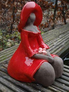 Dame in rood Keramiste: onbekend Ceramic Figures, Clay Figures, Sculptures Céramiques, Sculpture Art, Ceramic Clay, Ceramic Pottery, Plus Size Art, Fat Art, Pottery Sculpture