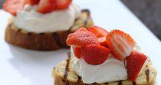 Heerlijk vegetarisch recept voor mooie lente- en zomerdagen Raw Cheesecake, Strawberry Cheesecake, Limoncello, High Tea, Desserts, Food, Strawberry Ice Cream, Treats, Rezepte