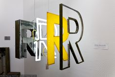 Marquee lamps: Discover these amazing & modern neon letter inspirations for your interior design ideas and projects! Marquee lamps: Discover these amazing & modern neon letter inspirations for your interior design ideas and projects! Environmental Graphic Design, Environmental Graphics, Wayfinding Signage, Signage Design, Storefront Signage, Metal Signage, Typo Vintage, Led Neon, Instalation Art