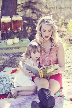 Book worm mommy!  So important to instill a love of reading in your children.  Mother's Day Mini-Session photos