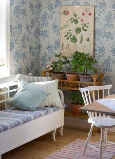 Shabby Chic Homes Scandinavian Cottage, Swedish Cottage, Swedish Decor, Cozy Cottage, Scandinavian Interior, Home Interior, Cottage Style, Interior And Exterior, Interior Design