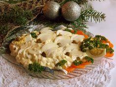 4 płaty śledziowe matias 1 cebula 3 jajka 2 łyżki kaparów kilka grzybków marynowanych pół ogórka kiszonego mały słoiczek majonezu ...
