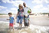 NOORDZEE RÉSIDENCE CADZAND-BAD  Levensgenieters gezocht  Kies een plaatsje op uw terras of privésteiger zak onderuit in een loungebank en geniet van de rust het uitzicht en een heerlijk glas rosé... Een vakantie op Noordzee Résidence Cadzand-Bad aan de Zeeuwse-Vlaamse kust is puur genieten! De luxe villa's - vaak in combinatie met een grote tuin - bieden alle comfort en privacy. En de ligging aan het strand de trendy strandpaviljoens en de vele toprestaurants in de directe omgeving maken het…
