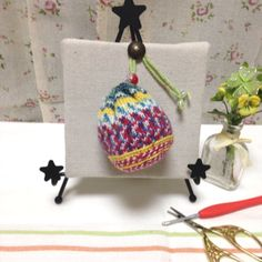 mamizou galleryをご覧くださいまして、誠にありがとうございます。♪作品説明♪ドイツより取り寄せましたopal毛糸で、ミニミニ巾着を作製いたしました。それぞれ、編み方を変えて編んでます。真っ直ぐに編むだけで、とても可愛い模様が出ます。本来、靴...