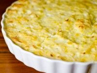 A rich side dish with some lovely seasonal winter vegetables: leek and cauliflower. Real Food Recipes, Vegetarian Recipes, Cooking Recipes, Yummy Food, Healthy Recipes, Growing Winter Vegetables, Leek Pie, Cauliflower Casserole, Cooking Cauliflower