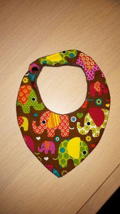 bavoir foulard éléphants colorés doublé en éponge fine