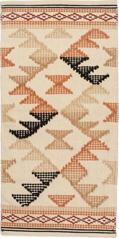 Live Coral, Living Room Interior, New Homes, Colours, Beige, Quilts, Blanket, Rugs, Home Decor