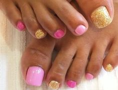 Feet/Toe Nail Art Ideas very nice look for the toes when sandals are worn. Pick up one of the pinks for finger nails. Fancy Nails, Pretty Nails, Pretty Toes, Nagel Hacks, Summer Toe Nails, Manicure And Pedicure, Pedicure Ideas, Glitter Pedicure, Glitter Toe Nails