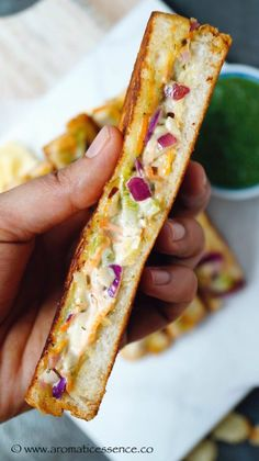 Step by step pictorial recipe to make veg mayonnaise sandwich. How to make mayonnaise sandwich at home. Vegetable Sandwich Recipes, Sandwich Recipes For Kids, Veg Sandwich, Cheese Sandwich Recipes, Grilled Sandwich, Chilli Cheese Toast, Mayonnaise Sandwich, Tiffin Recipe, Cold Sandwiches