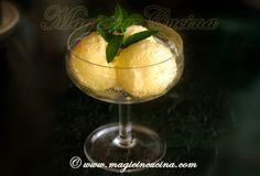Un gelato alla frutta da fare in casa anche senza gelatiera! http://www.magieincucina.com/ricette-dolci/gelato-al-mango-senza-gelatiera/