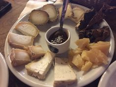 Um mais delicioso que o outro... #roma #rome #receitaitaliana #receitas #receita #recipe #ricetta #cibo #culinaria #italia #italy #cozinha #belezza #beleza #viagem #travel #beauty #queijo #queijoevinho #vino #vinho #wine #formaggio #cheese #tabuadequeijos #ilgoccetto