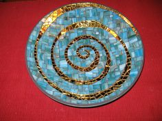 I used a tiffany mirror glas and cutted it in tiles. It called Gold Water SilverCoat from the Spectrum serie. The glass has waves on its survace, which makes it very lively.