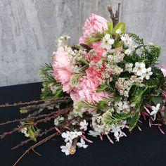 """16 Gostos, 3 Comentários - a pajarita (@a_pajarita) no Instagram: """"The bouquet of today Photo and flowers by a pajarita . . . . . #apajarita #floral #florals…"""""""