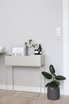 Love this beautiful shot by ? Ferm Living Large Plant Box available on our online store ? Decorating Your Home, Interior Decorating, Flur Design, Box Bedroom, Plant Box, Fern Plant, Interior Styling, Interior Design, Scandinavian Home