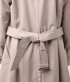 トレンチコートベルトの結び方/10パターン(ダブルテール結び) | UGG−GIRL Japan Fashion, Daily Fashion, Wrap Clothing, Fashion Outfits, Womens Fashion, Fashion Tips, Fashion Fashion, Shades Of Beige, Belts For Women