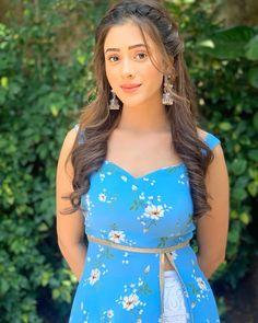 Teen Girl Poses, Cute Girl Poses, Cute Blue Dresses, Hiba Nawab, Stylish Girls Photos, Beautiful Girl Photo, Beautiful Women, Beautiful Bollywood Actress, Indian Celebrities