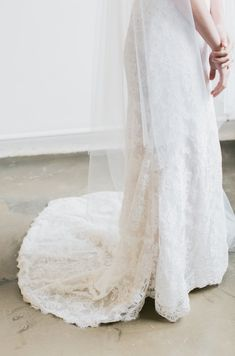 LOVE FIND CO. The ROSELLA / Chapel Veil with Blusher by Percy Handmade