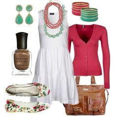 El vestido blanco, es el vestido más de moda para este verano, combínalo con flats y un sueter colorido. Busca más tendencias en http://www.1001consejos.com/moda