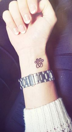 Small Minimal Dog Paw Print Wrist Tattoo Ideas for Women - ideas pequeñas del tatuaje de la muñeca de la impresión de la pata para las mujeres - www.MyBodiArt.com #DogPaw