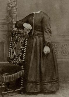 Retratos Decapitados del Siglo XIX