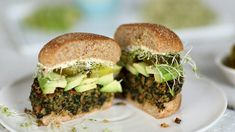 Recipes Veggie Burgers : California-Style Veggie Burgers- Healthy Appetite with Shira Bocar - Recipes Veggie Burgers Video Recipes Veggie Burgers Shira Bocar gives ordinary veggie burgers a hearty and flavorful shake up with a recipe that includes Veggie Burger Healthy, Veggie Burgers, Veggie Recipes, Healthy Recipes, Mushroom Recipes, Healthy Meals, Delicious Recipes, Everyday Food, California Style