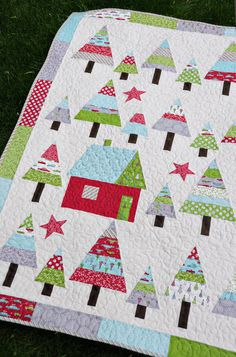 close up, Let It Snow quilt by Heather Mulder Peterson | Anka's Treasures