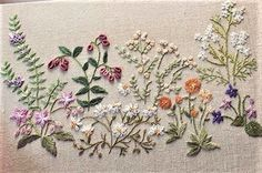 This would make a lovely table runner. Hand Embroidery Flowers, Hand Embroidery Stitches, Silk Ribbon Embroidery, Hand Embroidery Designs, Embroidery Techniques, Embroidery Applique, Cross Stitch Embroidery, Machine Embroidery, Embroidery Needles