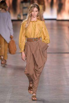 Alberta Ferretti Spring 2020 Ready-to-Wear Fashion Show - Vogue Fashion Mode, Fashion Week, Fashion 2020, Modest Fashion, Runway Fashion, Spring Fashion, High Fashion, Dubai Fashion, Fashion Edgy