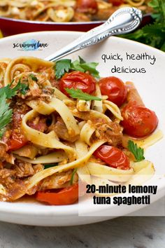 Forget the tuna pasta of your student days! This is a delicious quick and easy lemony tuna spaghetti - a healthy tuna pasta with a Mediterranean twist. On the table in just 20 minutes! Easy Pasta Recipes, Quick Recipes, Cooking Recipes, Best Pasta Dishes, Tasty Dishes, Tuna Pasta, Chicken Pasta, Healthy Tuna, Midweek Meals