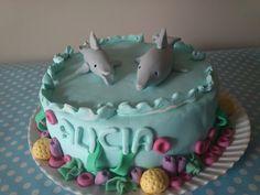 Tarta decorada con fondant. Delfines