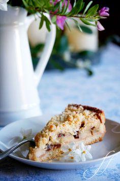 Questa torta ha contribuito a farmi mettere a dieta al più presto. Infatti l'ho mangiata a settembre, quando ero a Roma – e non solo un pezzetto. È il cavallo di battaglia di mia madre,…