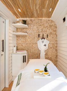 This Luxury Spa Is on a Train Home Spa Decor, Home Spa Room, Spa Room Decor, Spa Rooms, Spa Design, Spa Interior Design, Salon Design, Massage Room Decor, Mobile Spa
