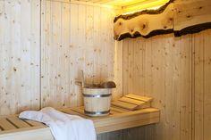 Wellness-Genuss im Saunahaus // Wellness enjoyment in the sauna house Sauna House, Finnish Sauna, Relaxation Room, Cottage, Wellness, Home Decor, Relaxing Room, Cottage House, Ideas