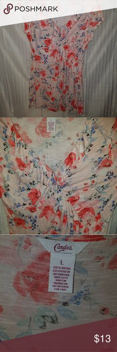 Ladies Blouse floral Beautiful ladies blouse 100%Rayon LIKE NEW Candie's Tops Blouses