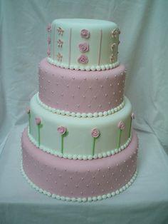 este bolo é confeccionado em uma medida maior tem de baixo para cima 41x12 dealtura 34x12 de altura 27x12 de altura 20x12 de altura  tb faço esse modelo no tamanho tradicional...que é  38x10 de altura 31x10 de altura 24x10 de altura 17x10 de altura  ai sai 298,90.. R$ 340,00