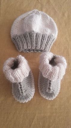 Hundreds of you have enjoyed knitting my little Hug Boots - so I thought you might like the pattern for this little easy-to-knit matching hat.