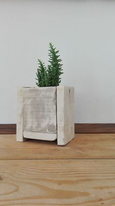 Such beautiful wooden flowerpot - made of recycled pallet :)