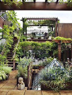 Loft in New York City Chelsea with a stunning garden on the rooftop! Love <3