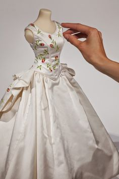 ARM - LENCERÍA DE COSTURA: ALFILETERO P/COSTURA. /// The Little Costume Shop: Spring is Sprung!