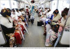 世界に報じられる「成人の日」の日本の美 traditional kimonos and mobile phones